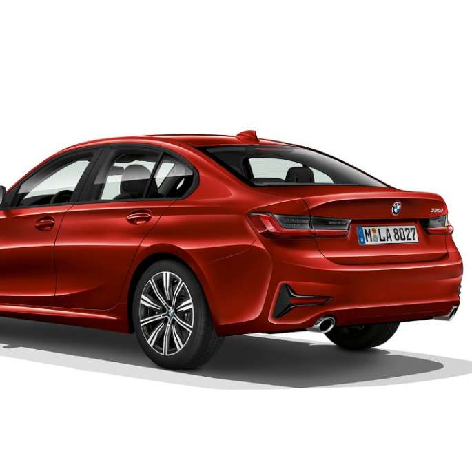 Three-quarter rear shot of the BMW 3 Series Sedan with model Advantage features.